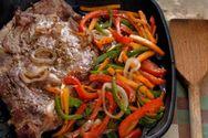 Ετοιμάστε ψητές μοσχαρίσιες μπριζόλες με λαχανικά στο φούρνο