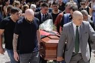Θρήνος στην κηδεία του Εμιλιάνο Σάλα (φωτο)