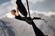 Κατερίνα Σολδάτου - Μετά τη Γέφυρα Ρίου Αντιρρίου χορεύει στη χιονισμένη Πεντέλη (video)