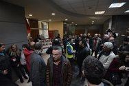 Έφοδος στο υπουργείο Οικονομικών από τους εργαζομένους στην Τοπική Αυτοδιοίκηση (pics+video)