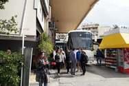 Πάτρα: Χαμός σε ΚΤΕΛ και ΟΣΕ από τους ταξιδιώτες καρναβαλιστές (φωτο)