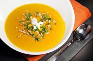 Σούπα λαχανικών με κίτρινη κολοκύθα