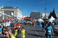 Χιλιάδες δρομείς στον Ημιμαραθώνιο της Αθήνας (φωτο)