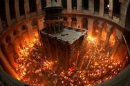 Σάλος με το Άγιο Φως - «Το ανάβω με αναπτήρα» λέει σκευοφύλακας του Πανάγιου Τάφου
