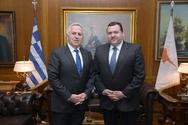 Συνάντηση ΥΕΘΑ Ευάγγελου Αποστολάκη με τον Πρέσβυ της Κύπρου (φωτο)