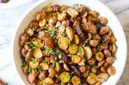 Τραγανές baby πατατούλες φούρνου με φρέσκα βότανα