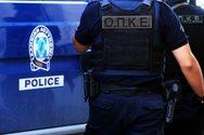 Δυτική Ελλάδα: Είχε κρυμμένα στο αμάξι όπλο, σιδηρογροδιά και σουγιά