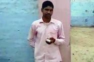 Ινδία - Έκοψε το δάχτυλό του όταν συνειδητοποίησε ότι ψήφισε λάθος κόμμα