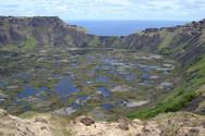 Ο ιδιαίτερος κρατήρας του ηφαιστείου Rano Kau στη Χιλή