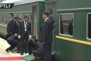 Στη Ρωσία ο Κιμ Γιονγκ Ουν - Το απρόοπτο με το κόκκινο χαλί κατά την άφιξή του (video)