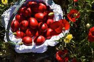 Γιατί φτιάχνουμε τσουρέκια και βάφουμε κόκκινα αυγά τη Μεγάλη Πέμπτη
