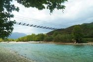 Το συρμάτινο γεφύρι του Εύηνου ποταμού - Η ατραξιόν της ορεινής Ναυπακτίας (video)