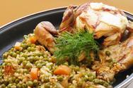 Φτιάξτε κοτόπουλο με αρακά στη γάστρα