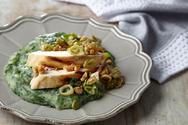 Σπανάκι με φιλετάκια κοτόπουλο και αβοκάντο