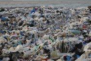 Ένα 1 εκατ. άνθρωποι πεθαίνουν κάθε χρόνο από την πλαστική ρύπανση