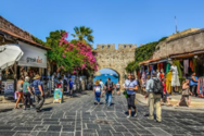 Αυξημένα κατά 37% τα έσοδα από τον τουρισμό