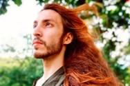 Αρσενικός... Ραπουνζέλ δέχεται bullying για τα μακριά μαλλιά του (video)