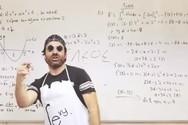 «ΜΑΜΑ...θηματικά»: Καθηγητής στη Θεσσαλονίκη διασκεύασε το «Mama» του Sin Boy (video)