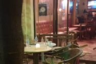 Πάτρα - Κουκουλοφόροι επιτέθηκαν με καπνογόνα σε κατάστημα εστίασης στην Τριών Ναυάρχων