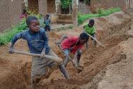 152 εκατ. παιδιά δουλεύουν σε φάμπρικες και εργοστάσια