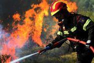 Ξέσπασε μεγάλη πυρκαγιά στα Ίσθμια Κορινθίας