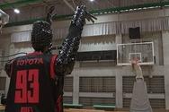 Ρομπότ - μπασκετμπολίστας βάζει 2.020 καλάθια στη σειρά (video)