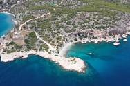 Κόγχη - Η κρυφή νοτιότερη παραλία της Σαλαμίνας με το Φάρο, που θα σας ταξιδέψει (video)
