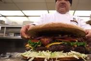 Απίθανα φαγητά και γλυκά... γιγαντιαίων διαστάσεων (video)
