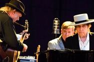 Bob Dylan & Neil Young μαζί στη σκηνή μετά από 25 χρόνια (video)