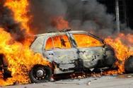 Έβαλαν φωτιά σε δυο αυτοκίνητα σε Ασπρόπυργο και Μενίδι