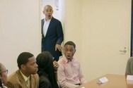 Η αντίδραση αποφοίτων όταν είδαν ξαφνικά μπροστά τους τον Μπαράκ Ομπάμα (video)