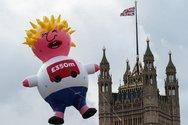 Ένα τεράστιο μπαλόνι με τη μορφή του Μπόρις Τζόνσον, στον ουρανό του Λονδίνου!