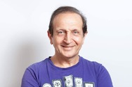 Σπύρος Μπιμπίλας: «Κρατάω μια τουφίτσα από τα μαλλιά δικών μου που έφυγαν από τη ζωή»