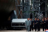 Ο Κιμ Γιονγκ Ουν επιθεωρεί υποβρύχιο υπό κατασκευή (φωτο)