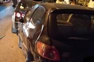 Αγρίνιο: Aυτοκίνητο κατέληξε πάνω σε σταθμευμένα οχήματα
