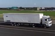Φορτηγά καταστρέφουν ΙΧ με μόλις 43 χλμ/ώρα (video)