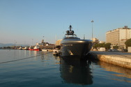 Το πιο επιβλητικό γιοτ που έχουμε δει ποτέ στο παλαιό λιμάνι της Πάτρας είναι αυτό! (pics+video)
