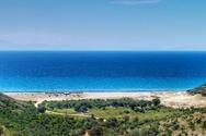 Γιαννισκάρι - Η παραλία της Αχαΐας που έγινε ο παράδεισος των