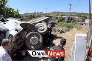 Μεσολόγγι: Φορτηγό έπεσε πάνω σε οίκημα και αναποδογύρισε (φωτο)
