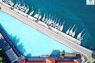 Ένα παράξενο θέαμα στην Πελοπόννησο - Η ηφαιστειακή πισίνα από θειάφι, που χύνεται στη θάλασσα (video)