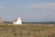 Το εκκλησάκι του Αγίου Πέτρου στη Στροφυλιά που μοιάζει να… επιπλέει! (φωτο)