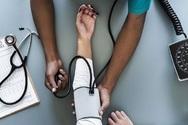 Υψηλή αρτηριακή πίεση στα 30 απειλεί την υγεία του εγκεφάλου