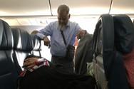 Στάθηκε 6 ώρες όρθιος σε αεροπλάνο για να... απλωθεί η γυναίκα του (φωτο)
