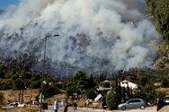 Μαίνεται η φωτιά στο Λουτράκι