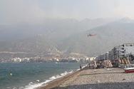 Φωτιά στο Λουτράκι: Κάτοικοι κατέβηκαν στη θάλασσα