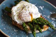 Νόστιμα και υγιεινά αυγά με σπαράγγια