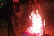 Πάτρα - Έκαψαν τη σημαία των ΗΠΑ στα Ψηλαλώνια (φωτο)