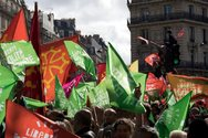 Γαλλία - Μαζική διαδήλωση κατά του σχεδίου νόμου που επιτρέπει την εξωσωματική σε λεσβίες και γυναίκες χωρίς σύντροφο