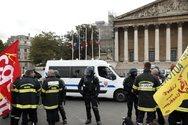 Γαλλία: Αστυνομικοί έριξαν δακρυγόνα σε πυροσβέστες που διαδήλωναν στο Παρίσι