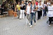 Τυφλοί έκαναν βόλτα στην Πάτρα με το σύμβολο της ελευθερίας τους, το λευκό μπαστούνι (pics)